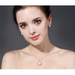 Set de collar y pendientes de plata con perlas