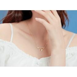 Collar de plata con letras