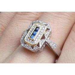 anillo de compromiso con piedras