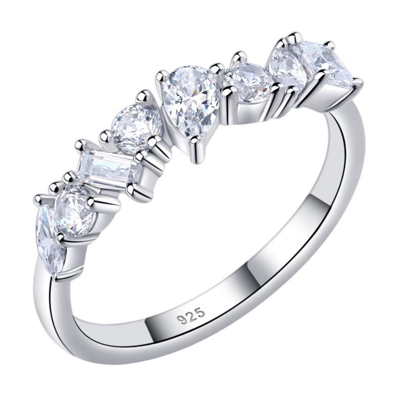 anillos con varios brillantes