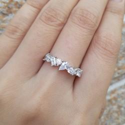 anillos con varios diamantes