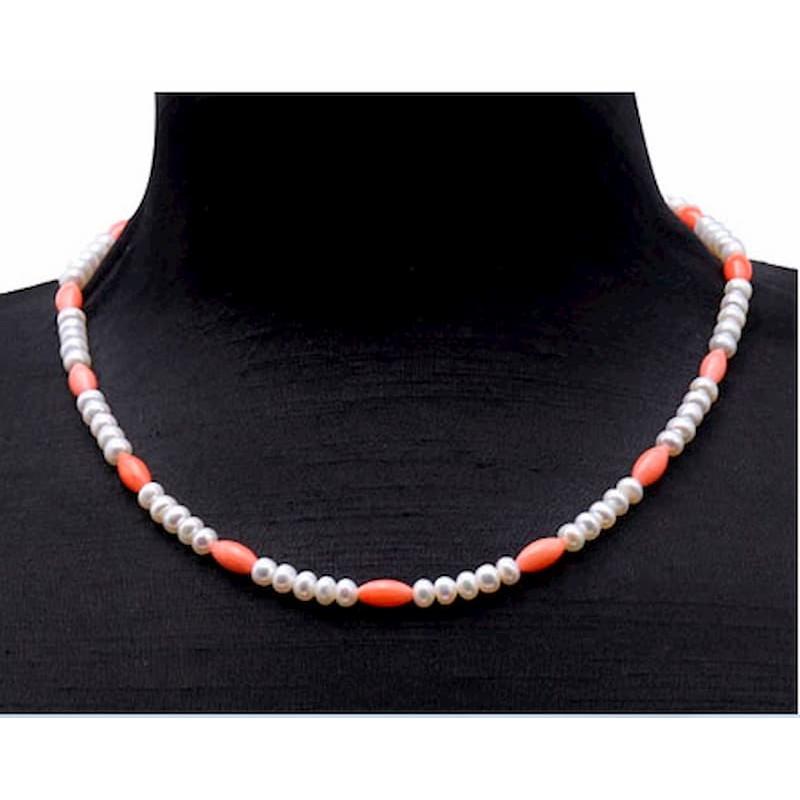 Gargantilla de perlas blancas y cuarzo rosa
