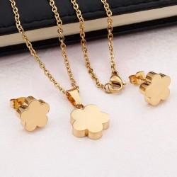 Set de collar y pendientes de trébol dorado