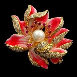 Broche flor de loto con perla y circonias