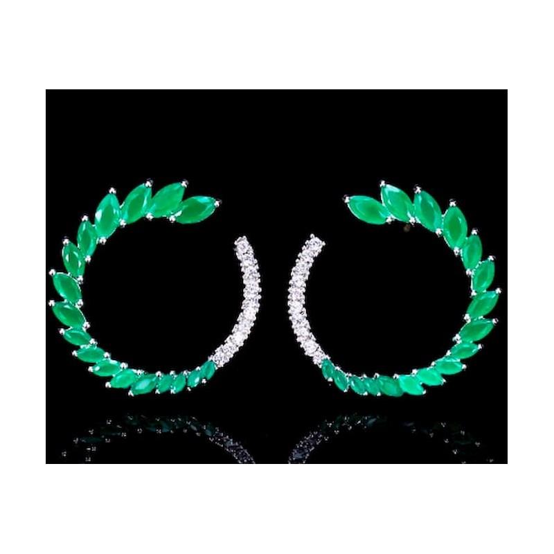 Pendientes redondos con piedras esmeralda