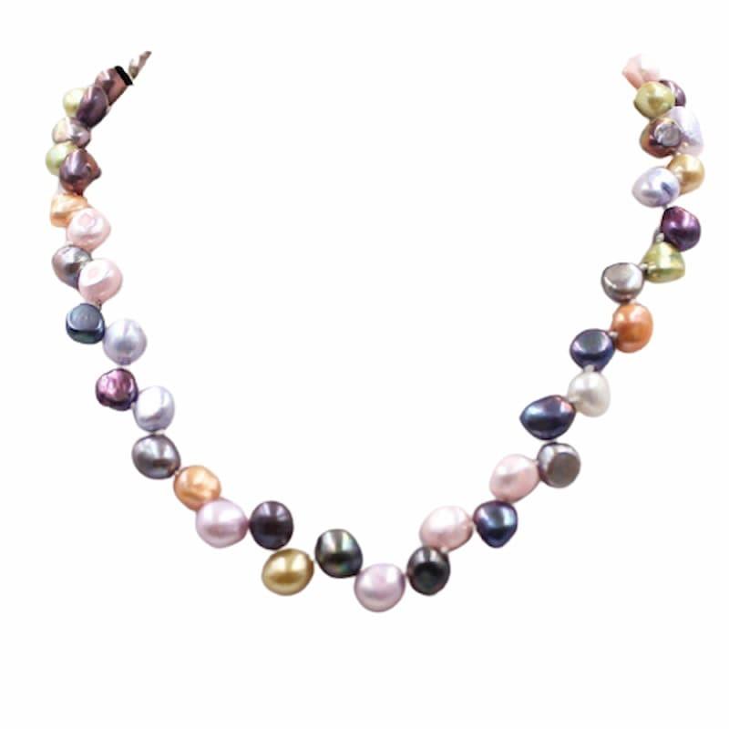 collar de perlas de color cultivadas en agua dulce