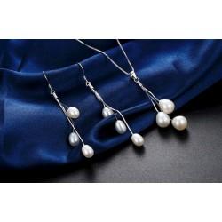 Conjunto de collar y pendientes de perlas de agua dulce
